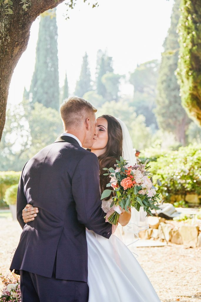 Bride and groom kissing outside at villa le Fontanelle in Florence Italy